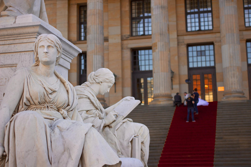 Schiller-Monument-Konzerthaus-steps-Berlin